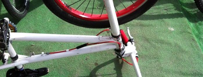 Kadikoy Bisiklet Evi (HKK BMX) is one of Locais curtidos por Filiz.