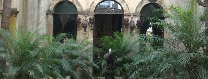 El Palacio De Las Vacas is one of To try.