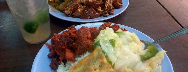 Restaurant Sin Tai Kar Lok 强记烧腊面鸡饭店 is one of Owen'in Beğendiği Mekanlar.