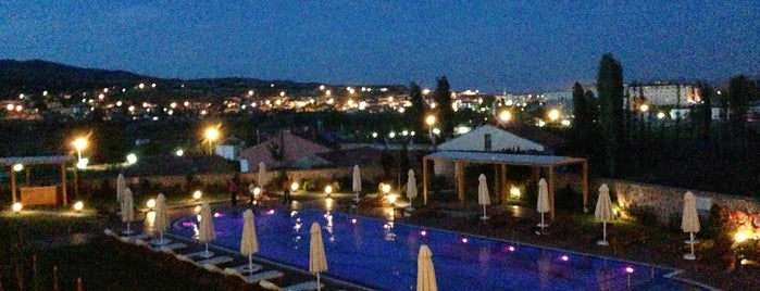 DoubleTree by Hilton Hotel Avanos - Cappadocia is one of สถานที่ที่ Merve ถูกใจ.
