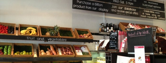 The Bitton Café and Grocer is one of Locais curtidos por Matt.