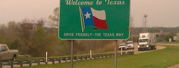 Oklahoma / Texas Border is one of Gwenさんのお気に入りスポット.