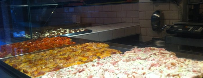 Pizza Al Cuadrado is one of Zampar en Madrid.