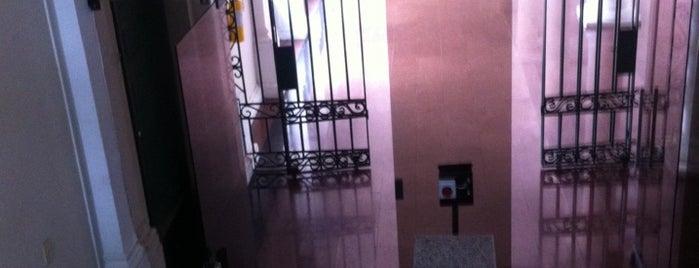Edificio Nacional - Tribunal Superior De Cartagena is one of Aquí Se debería Poder Rayar las Paredes.