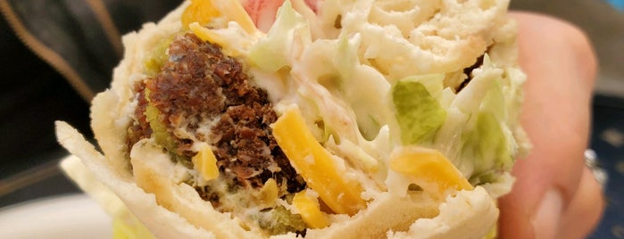 Malibu Mutt's Grill is one of Malibu.