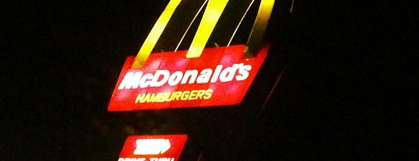 McDonald's is one of Locais curtidos por Jackeline.