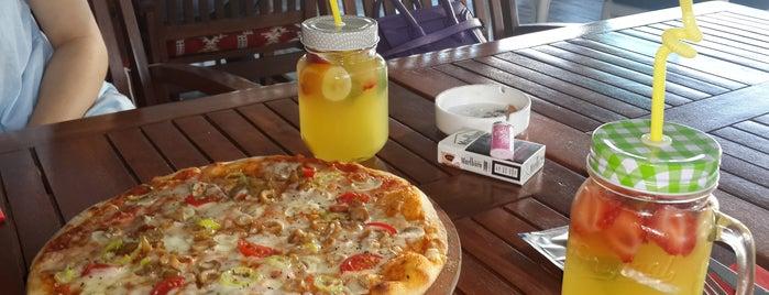 Gusta Lounge is one of Orte, die Burcu gefallen.