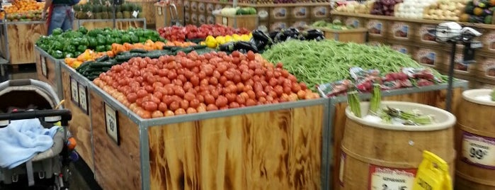Sprouts Farmers Market is one of Lugares favoritos de Zarahi.