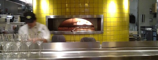 California Pizza Kitchen is one of Lugares favoritos de Brian.