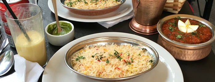 Taj Cafe is one of Locais curtidos por Ruth.