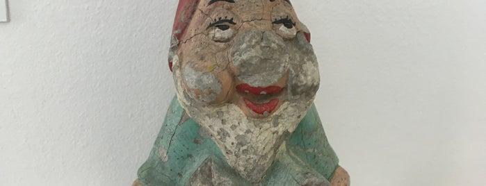 Muzej prekinutih veza   Museum of Broken Relationships is one of Lugares favoritos de Sharon.
