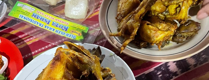 Ayam Goreng Kampung Mbah Karto is one of Kuliner Solo.