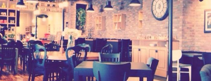 Beğendik Cafe & Bistro is one of renklimelodiblog : понравившиеся места.