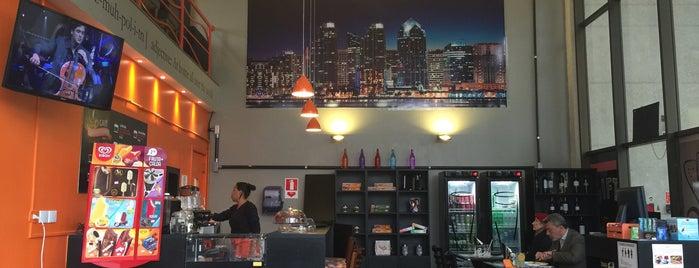 Cosmopolitan Café & Bistrô is one of Akhnaton Ihara : понравившиеся места.