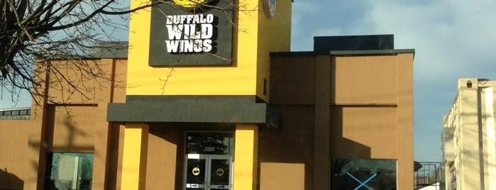 Buffalo Wild Wings is one of Lugares favoritos de Fred.