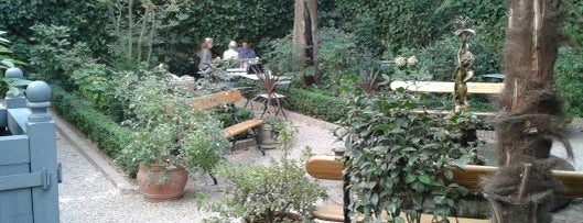 Café del Jardín is one of Madrid by Locals.