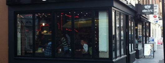Tommi's Burger Joint is one of London by Locals.