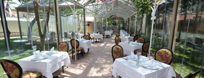 Villa Levante Cafe & Restaurant is one of Posti che sono piaciuti a Sarper.