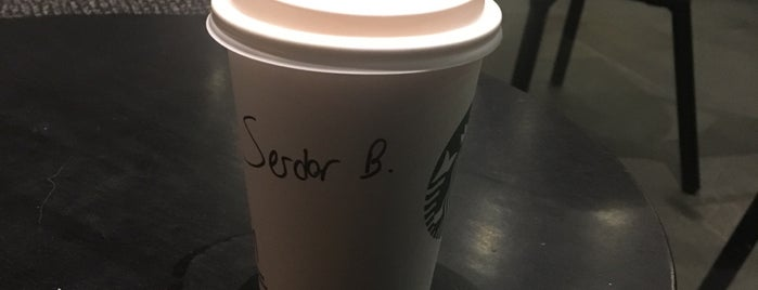 Starbucks is one of Selimさんのお気に入りスポット.