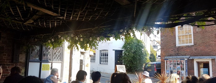 The Old Bell Inn is one of Lugares favoritos de Dominic.