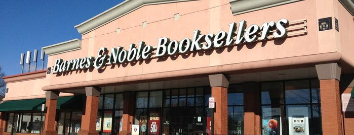 Barnes & Noble is one of Michelleさんのお気に入りスポット.