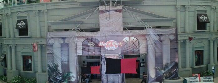 Hard Rock Cafe Cancún is one of Orte, die Greg gefallen.