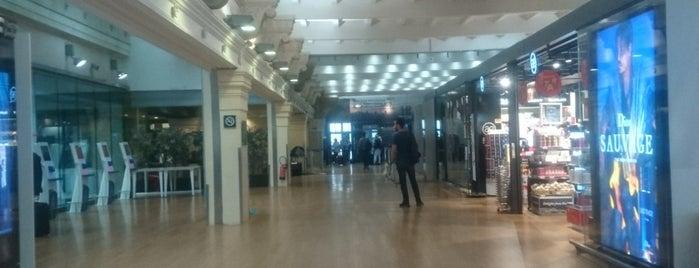 Terminal Eurostar is one of Locais curtidos por Angela.