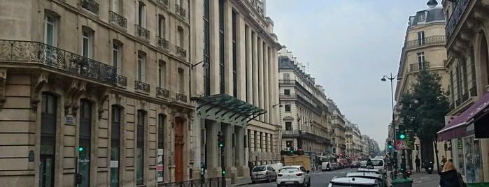 Rue La Fayette is one of Parijs.