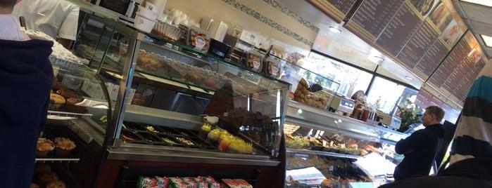 Howard Beach Bagel Cafe is one of Orte, die Marc gefallen.