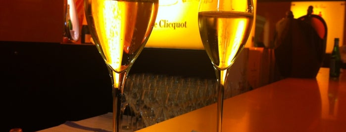 Veuve Cliquot Champagner-Bar is one of Lugares guardados de Joy 🍀.