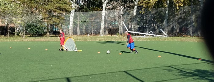 East River Park Soccer Field is one of Locais curtidos por blukid.