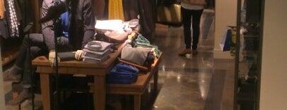 Massimo Dutti is one of Tiendas de moda en Madrid.