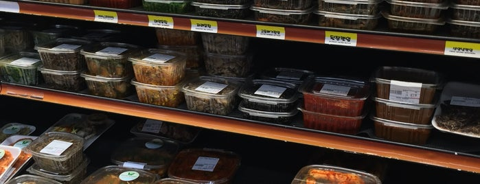 Woo Ri Food Market is one of New Hood.