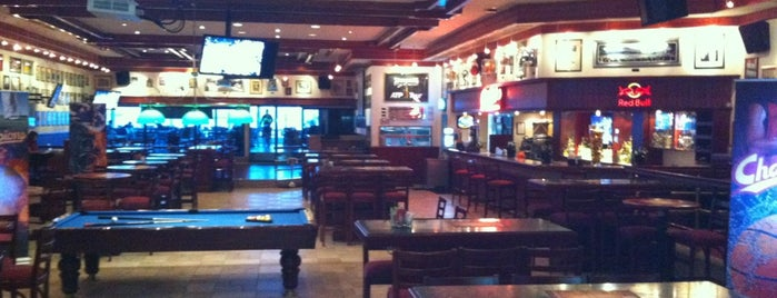 Champions Sport Bar & Restaurant is one of Lugares guardados de Si🅱e|_.