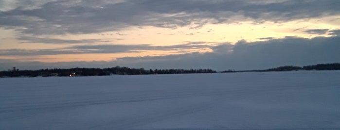 Wayzata Bay, Lake Minnetonka is one of Lugares favoritos de Brooke.