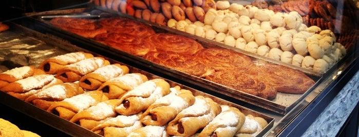 Day Day Pastanesi is one of İstanbul'daki Salaş Mekanlar.