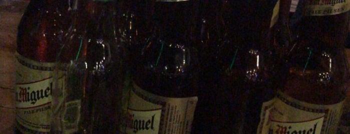 Scarlet Wine Lounge is one of Locais curtidos por Joco.