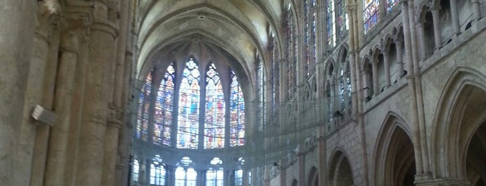 Église Saint-Pierre is one of Tempat yang Disukai Jonell.