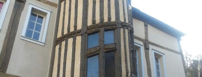 Escalier de la Reine Berthe is one of Tempat yang Disukai Jonell.