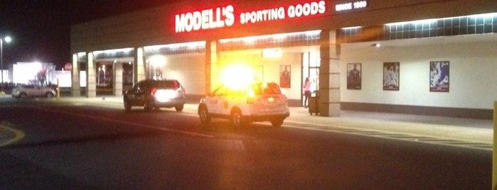 Modell's Sporting Goods is one of Tempat yang Disimpan Carlos.