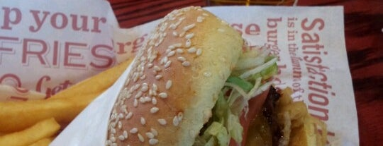 Red Robin Gourmet Burgers and Brews is one of Lugares favoritos de Brandon.