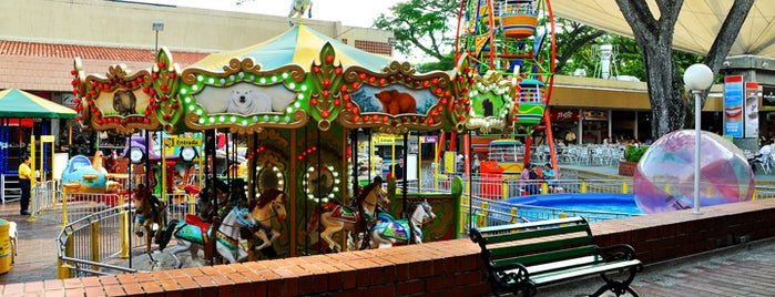 Happy City Unicentro is one of Tempat yang Disimpan Parque Happy City.