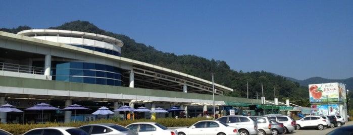 Mungyeong Service Area - Masan-bound is one of Posti che sono piaciuti a 상선.
