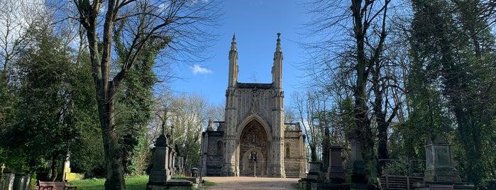 Nunhead Cemetery is one of สถานที่ที่ Tim ถูกใจ.