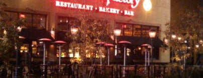 The Cheesecake Factory is one of Duane 님이 좋아한 장소.