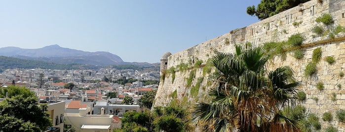 Castelvecchio is one of Crete.