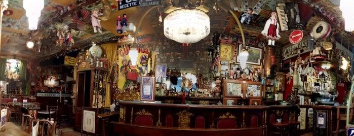 Le Café du coin d'en bas de la rue du Bout de la Ville du Port is one of Saint Malo.