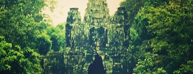 Angkor Thom (អង្គរធំ) is one of Angkor Archaeological Park Highlights.