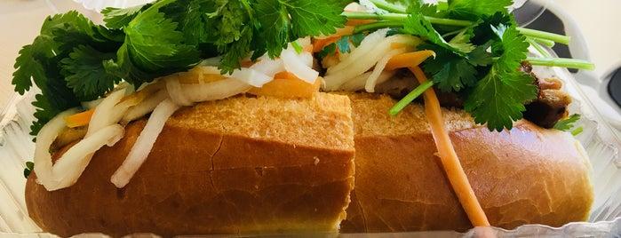 77 Chinese Cuisine & Hawaiian  BBQ is one of Orte, die Carrie gefallen.