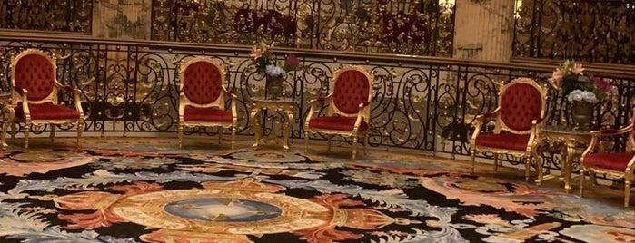 Emerald Palace Kempinski is one of Orte, die Vi gefallen.
